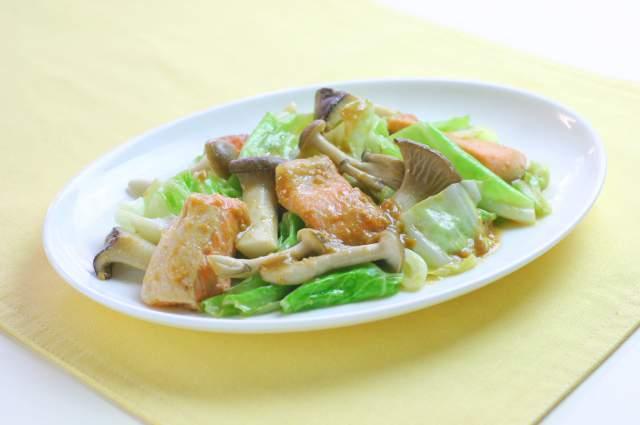 フライパンで簡単!鮭のちゃんちゃん焼き(北海道)