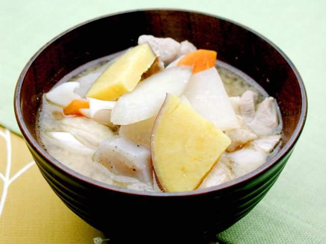 さつま芋と鶏肉の味噌汁