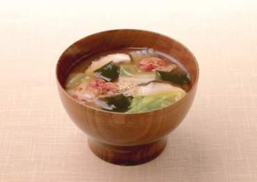 白菜とわかめの味噌汁