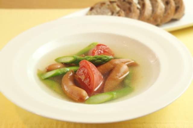 アスパラガスとソーセージのスープ