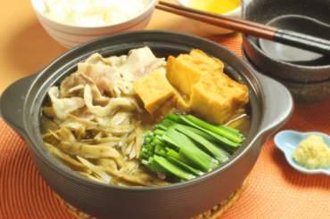 豚バラ肉とごぼうの鍋