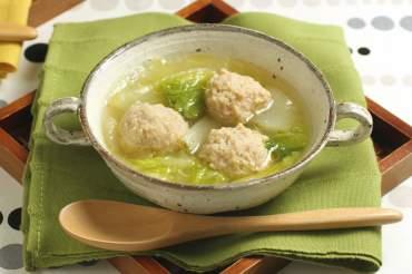 白菜とゆずこしょう鶏だんごのスープ