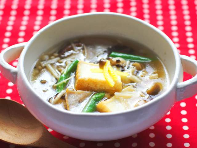 厚揚げとたっぷりきのこのスープ煮